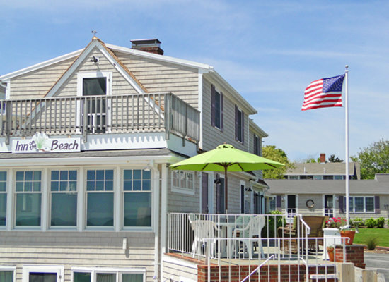 Inn On The Beach: Front of property