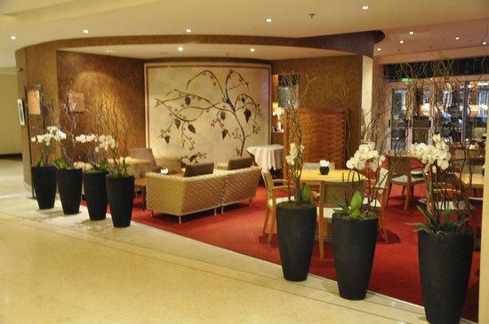 Sofitel Athens Airport: Lobby lounge