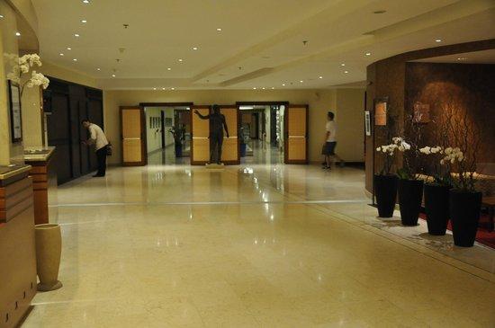 Sofitel Athens Airport: Lobby area