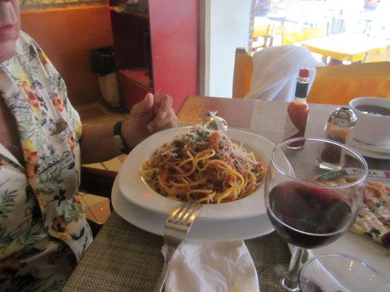 Rolandi's Pizzeria : espagueti a la Boloñesa