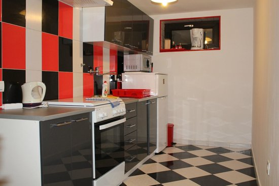 Abuelas Beach House: Kitchen Apartment Tango