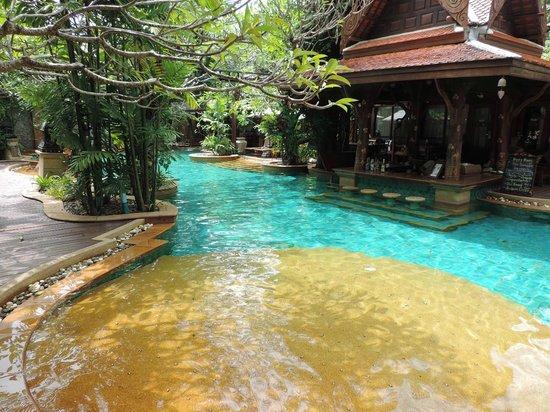 Sawasdee Village: swim up bar
