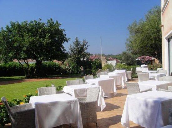 Hotel La Rocca Resort & Spa: espace pour le petit dejeuner/diner