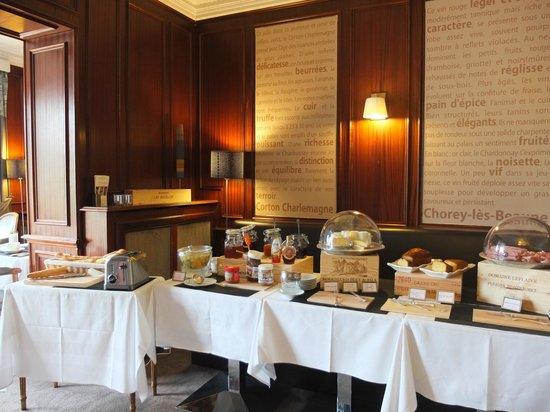 Ermitage de Corton : Breakfast