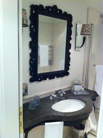 UNA Hotel Palace: banheiro luxo.