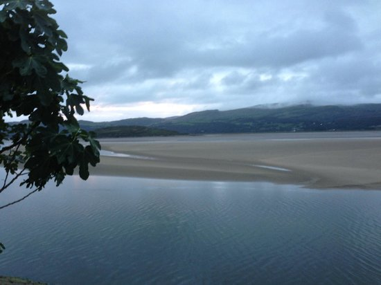 Hotel Portmeirion: View of the sea and jetty
