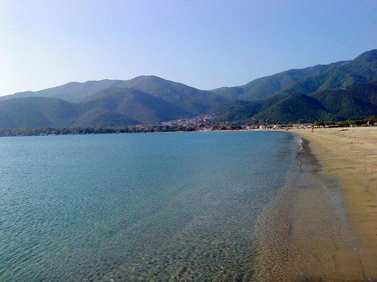 Maria Lux: Η καταπληκτική παραλία