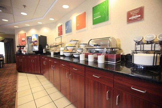Comfort Inn & Suites: Hot Breakfast