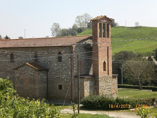 Castellare di Tonda Resort & Spa: Kirken ved hovedhuset