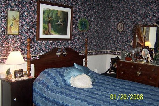 Bay Port, MI: Peacock Room $150 per night, sleeps 2, priv. bath, view of Lake Huron