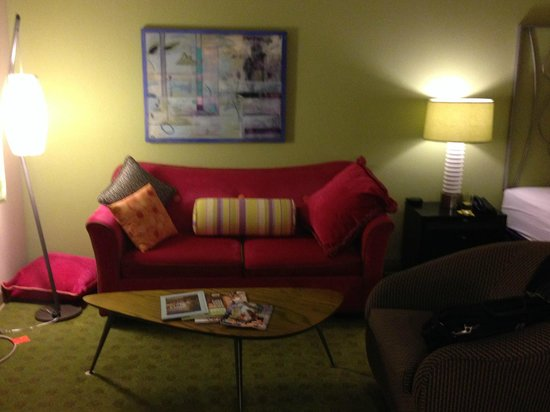 Inn at Northrup Station: Living area
