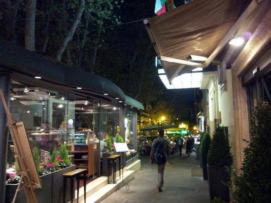 Residenza Villa Marignoli: Passeggiando da Villa Marignoli a Piazza Barberini