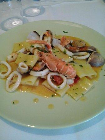 Beagle Hotel : Calamarata con frutti di mare