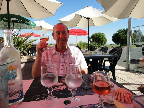 Le Bosco Des Mers : Leisurely drink before lunch.