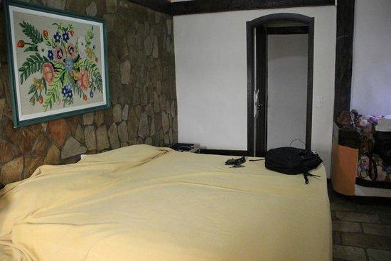 Hotel Mandragora: Quarto/ cama