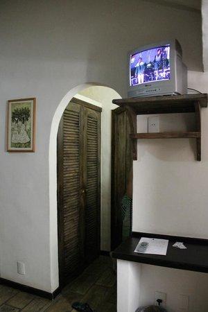 Hotel Mandragora: TV/ quarto