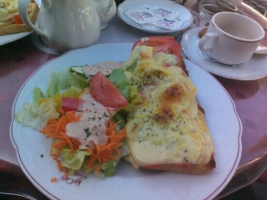 Cafe Kaulard: Amazing cheese and tomato toastie