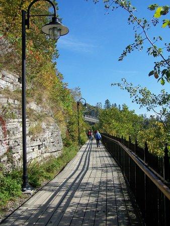 Montmorency Falls Park (Parc de la Chute-Montmorency): Promenade près de la falaise, Chute Montmorency