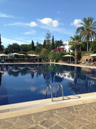 Minos Beach Art hotel: The large pool