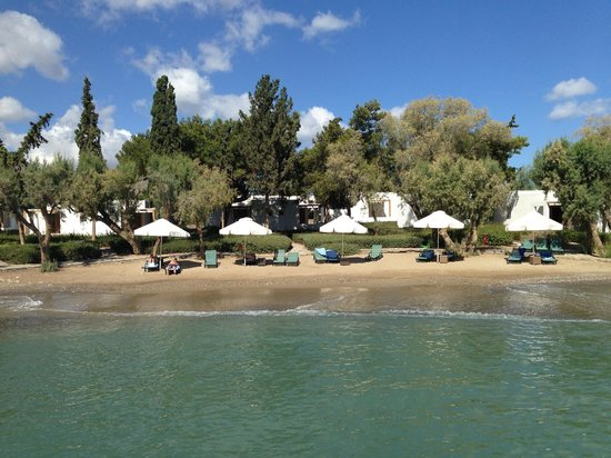 Minos Beach Art hotel: view from the little bridge