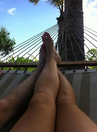Hale Makai Cottages : Hammock in front of our cottage