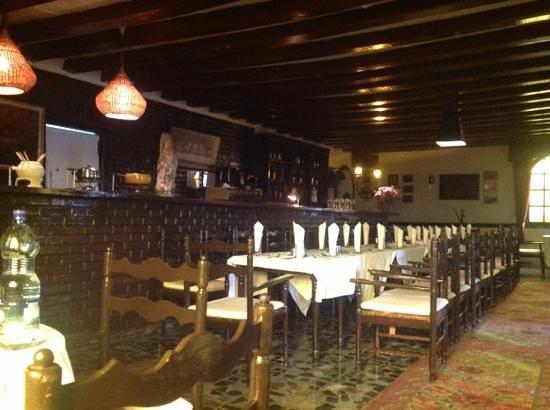 Cottage Restaurant & Pub: cottage