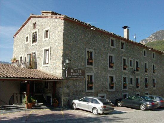 Hotel-balneari Sant Vicenc: The view of the hotel which first caught my eye while driving from Barcelona to Andorra.