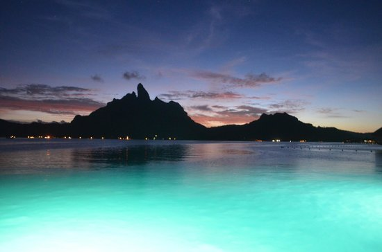 The St. Regis Bora Bora Resort: Vista do Restaurante