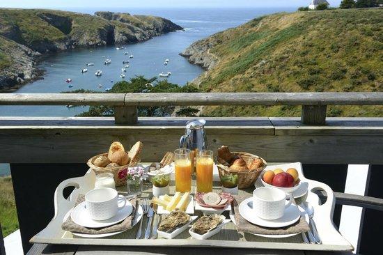 Castel Clara Thalasso & Spa : Notre plateau de petit déjeuner