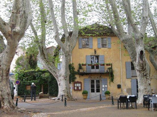 La petite maison de Cucuron : a