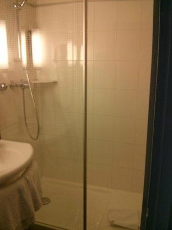 Ibis Paris Gare de Lyon Diderot : Bathroom