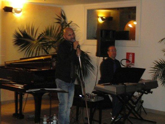 Park Hotel Cala di Lepre & Spa : un groupe du soir