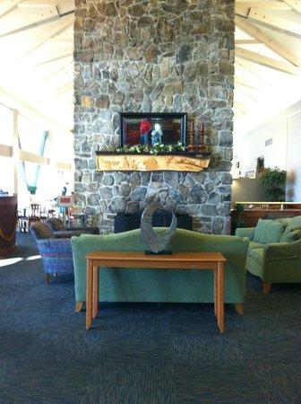 DeGray Lake Resort State Lodge : Lobby sitting area next to restaurant