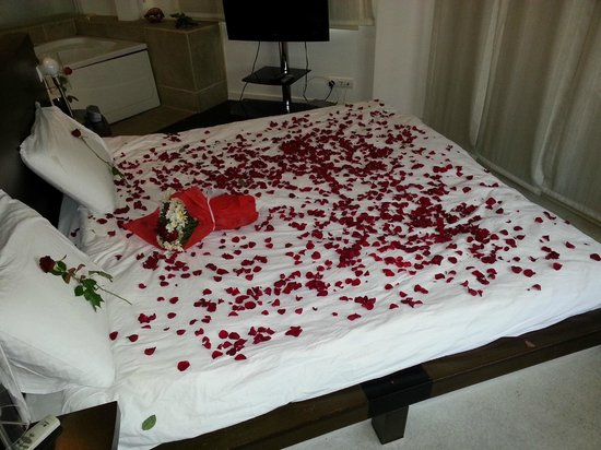 Seven Dreams Hotel: Leaves of rose :)