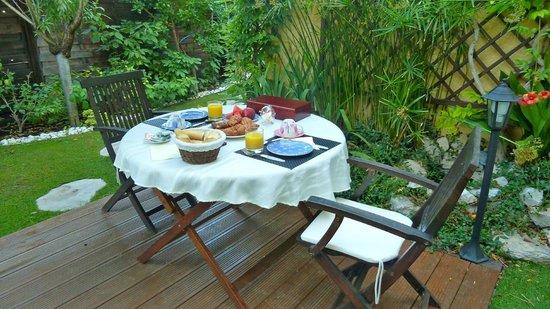 Le Mas des Beaumes : Le coin des petits déjeuners