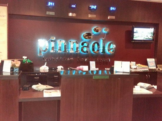 Pinnacle Lumpinee Park Hotel: Reception Area