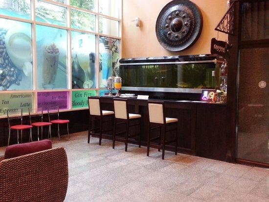 Pinnacle Lumpinee Park Hotel: Coffee bar