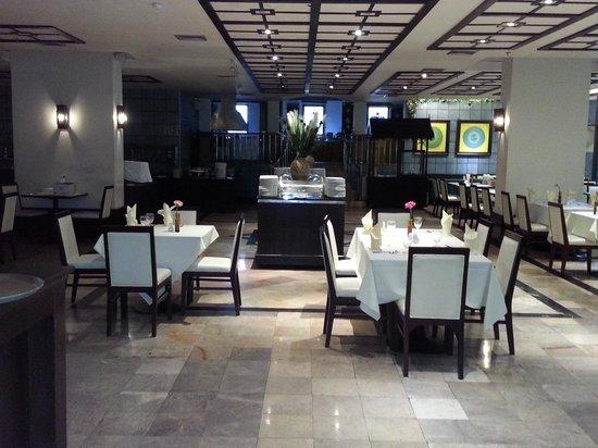 Pinnacle Lumpinee Park Hotel: Restaurant