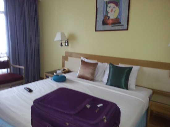 Pinnacle Lumpinee Park Hotel: Superior bedroom