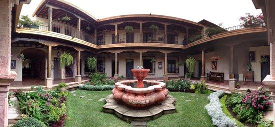 La Casona de Antigua: Courtyard
