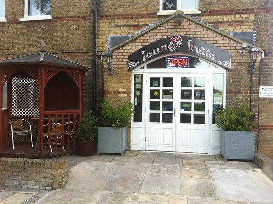Lounge India: Entrance