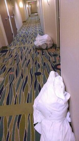 SpringHill Suites Louisville Downtown: hallway at 9pm