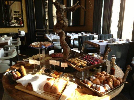 H10 Catalunya Plaza: petit-déjeuner