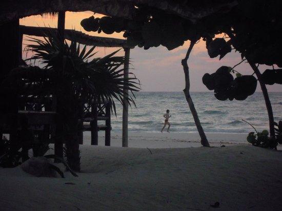 Hemingway Romantic Eco Resort: alba
