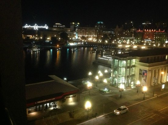 Hotel Grand Pacific : Night shot of the Harbor from our room