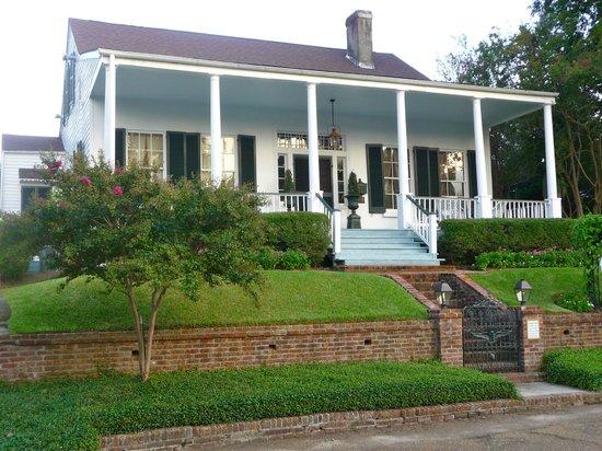 Historic Oak Hill Inn: Front of B&B
