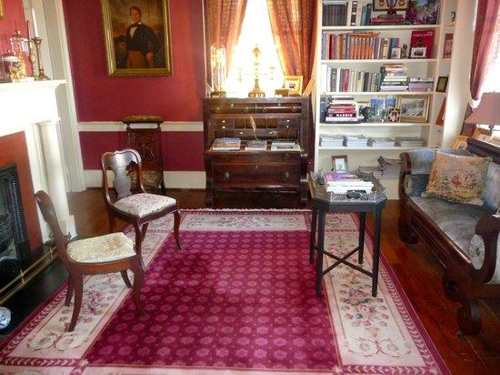 Historic Oak Hill Inn: The Library