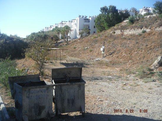 Mio Bianco Resort: road to beach area/shooting range