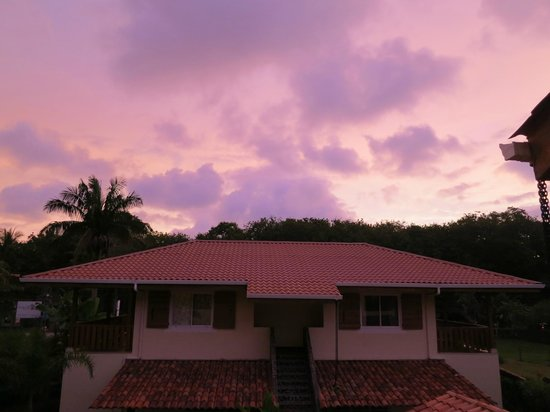 Costa Riki Apartments: Gorgeous sunset over Costa Riki