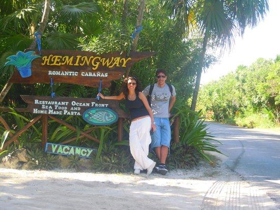 Hemingway Romantic Eco Resort: insegna hemingway resort